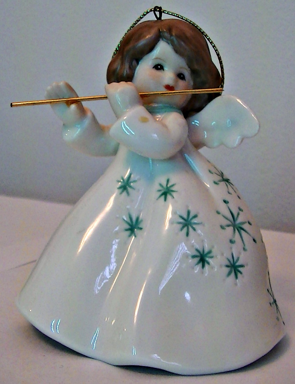 Angel bell flutist